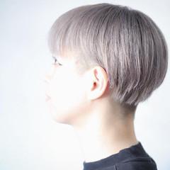 ホワイトシルバー ボブ ナチュラル シルバーグレージュ ヘアスタイルや髪型の写真・画像
