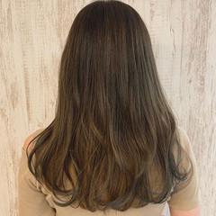 アッシュベージュ ロング フェミニン ブラウンベージュ ヘアスタイルや髪型の写真・画像
