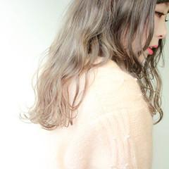 ロング グレージュ ベージュ アッシュ ヘアスタイルや髪型の写真・画像