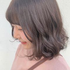 切りっぱなしボブ ナチュラル ピンク ピンクラベンダー ヘアスタイルや髪型の写真・画像