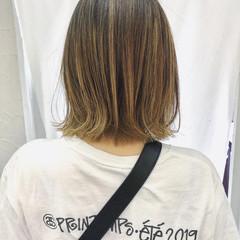 ベージュ ボブ ストリート 切りっぱなしボブ ヘアスタイルや髪型の写真・画像
