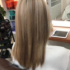 ギャル ハイトーン ダブルカラー セミロング ヘアスタイルや髪型の写真・画像