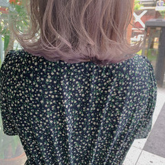 インナーカラー ラベンダーピンク ラベンダーカラー ミディアム ヘアスタイルや髪型の写真・画像