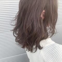 アッシュベージュ ラベンダーアッシュ グレージュ ミディアム ヘアスタイルや髪型の写真・画像