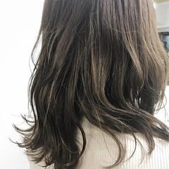 ウェットヘア セミロング ナチュラル ハイライト ヘアスタイルや髪型の写真・画像