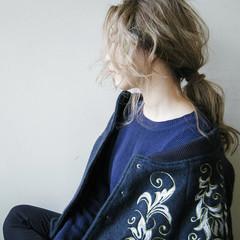 外国人風 セミロング 波ウェーブ アッシュ ヘアスタイルや髪型の写真・画像