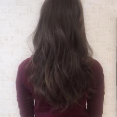 外国人風 セミロング アッシュグレージュ 暗髪 ヘアスタイルや髪型の写真・画像