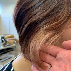 ピンクベージュ ショート ショートヘア インナーカラー ヘアスタイルや髪型の写真・画像