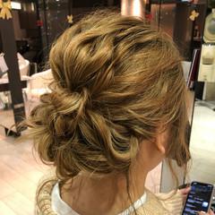 ハイトーンカラー ヘアセット ミディアム フェミニン ヘアスタイルや髪型の写真・画像