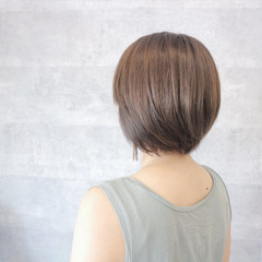 グレージュ ブリーチなし 秋 透明感 ヘアスタイルや髪型の写真・画像