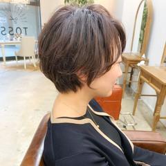 オフィス ゆるふわ くせ毛 ショート ヘアスタイルや髪型の写真・画像