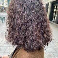 バイオレットアッシュ ナチュラル スパイラルパーマ ゆるふわパーマ ヘアスタイルや髪型の写真・画像