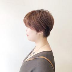 ピンクベージュ ショート ショートヘア ナチュラル ヘアスタイルや髪型の写真・画像