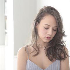 ジェシカライツカラー ナチュラル レイヤーロングヘア ハイライト ヘアスタイルや髪型の写真・画像