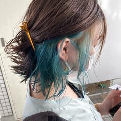 アッシュグレージュ インナーカラー 切りっぱなしボブ ストリート ヘアスタイルや髪型の写真・画像