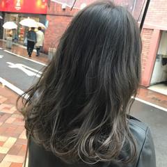外国人風カラー ナチュラル グレージュ 暗髪 ヘアスタイルや髪型の写真・画像