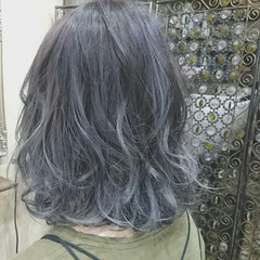 グラデーションカラー ブリーチ シルバーアッシュ グレー ヘアスタイルや髪型の写真・画像