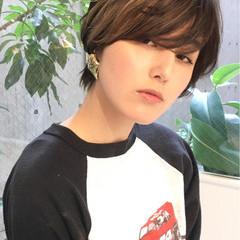 ショート 耳かけ 似合わせ シースルーバング ヘアスタイルや髪型の写真・画像