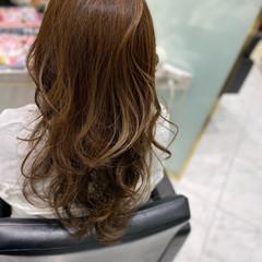 レイヤー レイヤーロングヘア イルミナカラー 白髪染め ヘアスタイルや髪型の写真・画像