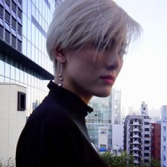 ネープレス ショート ホワイトブリーチ ホワイトシルバー ヘアスタイルや髪型の写真・画像