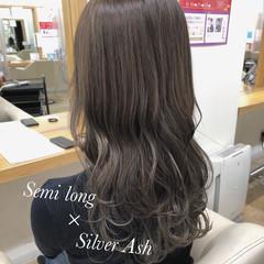 グレージュ 透明感カラー ナチュラル ロング ヘアスタイルや髪型の写真・画像