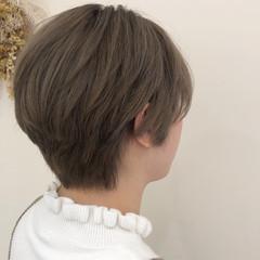 ストリート ミルクティーベージュ ハンサムショート オリーブベージュ ヘアスタイルや髪型の写真・画像