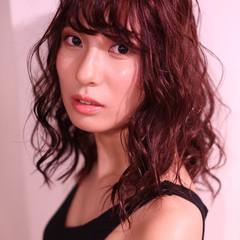 レッドカラー ピンク マルサラ ゆるふわ ヘアスタイルや髪型の写真・画像