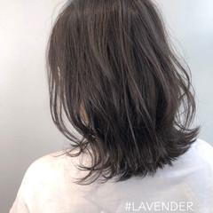 ミディアム ラベンダーグレージュ 外ハネボブ グレージュ ヘアスタイルや髪型の写真・画像
