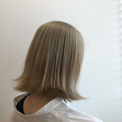 ハイトーン 外ハネ 外国人風カラー ミディアム ヘアスタイルや髪型の写真・画像