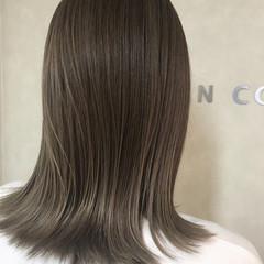 外ハネ ハイライト マットグレージュ ナチュラル ヘアスタイルや髪型の写真・画像