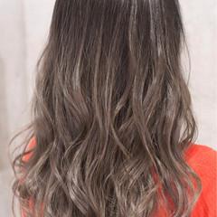 外国人風カラー グラデーションカラー ハイライト セミロング ヘアスタイルや髪型の写真・画像