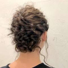 ヘアアレンジ フェミニン 二次会 波ウェーブ ヘアスタイルや髪型の写真・画像