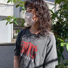 フェス ストリート ミディアム パーマ ヘアスタイルや髪型の写真・画像