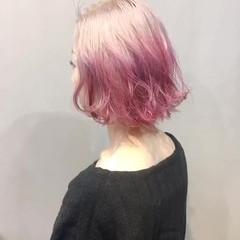 ベリーピンク 切りっぱなしボブ ボブ ミルクティーベージュ ヘアスタイルや髪型の写真・画像
