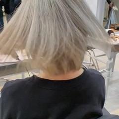 シルバーアッシュ 切りっぱなしボブ ホワイトシルバー ボブ ヘアスタイルや髪型の写真・画像