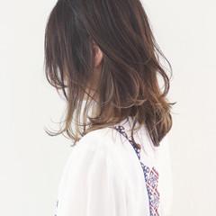 ハイライト バレイヤージュ インナーカラー ミディアム ヘアスタイルや髪型の写真・画像