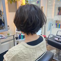 ショートボブ ゆるふわパーマ ショートヘア 艶髪 ヘアスタイルや髪型の写真・画像