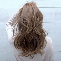 フェミニン ロング 暗髪 ゆるふわ ヘアスタイルや髪型の写真・画像