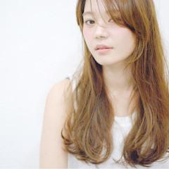 ロング 透明感 ナチュラル ベージュ ヘアスタイルや髪型の写真・画像