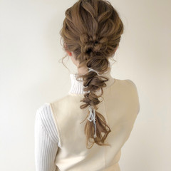 ミルクティーベージュ 編みおろし 紐アレンジ ロング ヘアスタイルや髪型の写真・画像