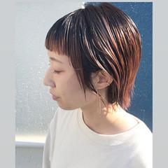 ストリート ピンクベージュ ショートヘア ブリーチカラー ヘアスタイルや髪型の写真・画像