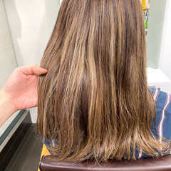 大人ハイライト ミルクティーベージュ アッシュベージュ ナチュラル ヘアスタイルや髪型の写真・画像