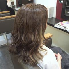 ガーリー 透明感 アッシュ インナーカラー ヘアスタイルや髪型の写真・画像