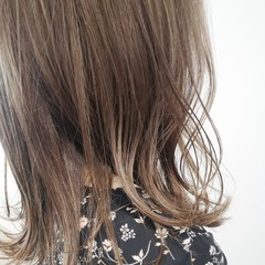切りっぱなしボブ ヌーディーベージュ ミディアム ベージュ ヘアスタイルや髪型の写真・画像