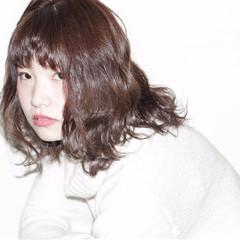 ミディアム 波ウェーブ ゆるふわ ガーリー ヘアスタイルや髪型の写真・画像