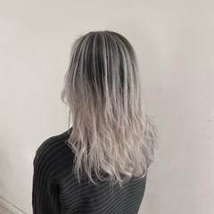 透け感ヘア ホワイトブリーチ セミロング ホワイトカラー ヘアスタイルや髪型の写真・画像