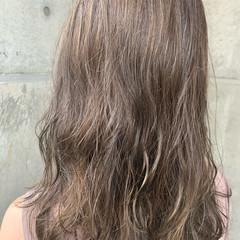 ナチュラル アッシュグレージュ ミディアム イルミナカラー ヘアスタイルや髪型の写真・画像