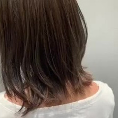 外ハネ 極細ハイライト ミディアム グレージュ ヘアスタイルや髪型の写真・画像