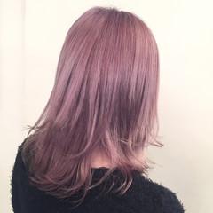 色気 ミディアム ミルクティー アッシュ ヘアスタイルや髪型の写真・画像