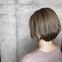 ミルクティーグレージュ ハイライト ショート ブリーチカラー ヘアスタイルや髪型の写真・画像